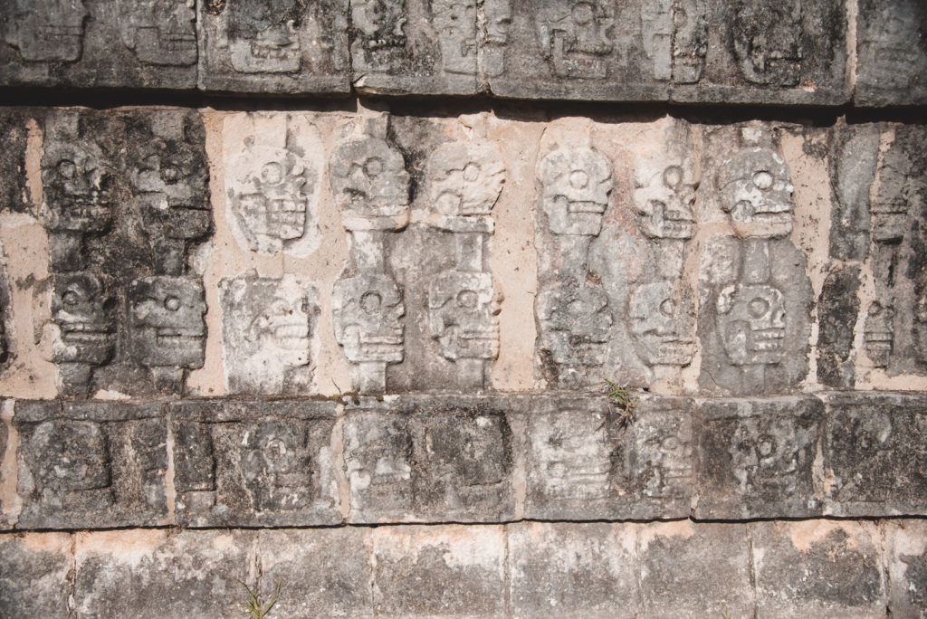 chichen itza skull carvings