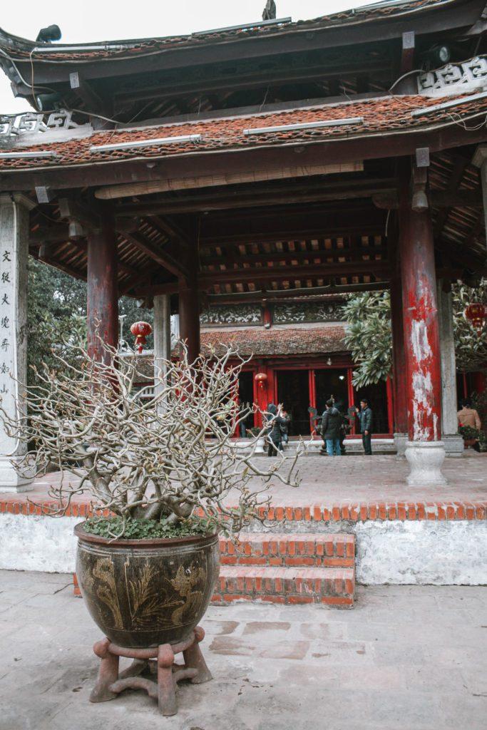 Hoan Kiem Lake Hanoi itinerary temple