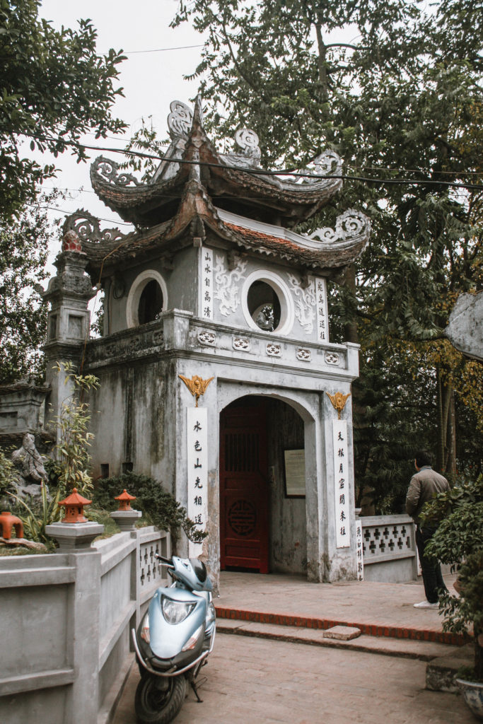 Hoan Kiem Lake temple Hanoi itinerary