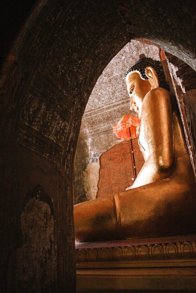 Buddha at Htilominlo pagoda Bagan itinerary