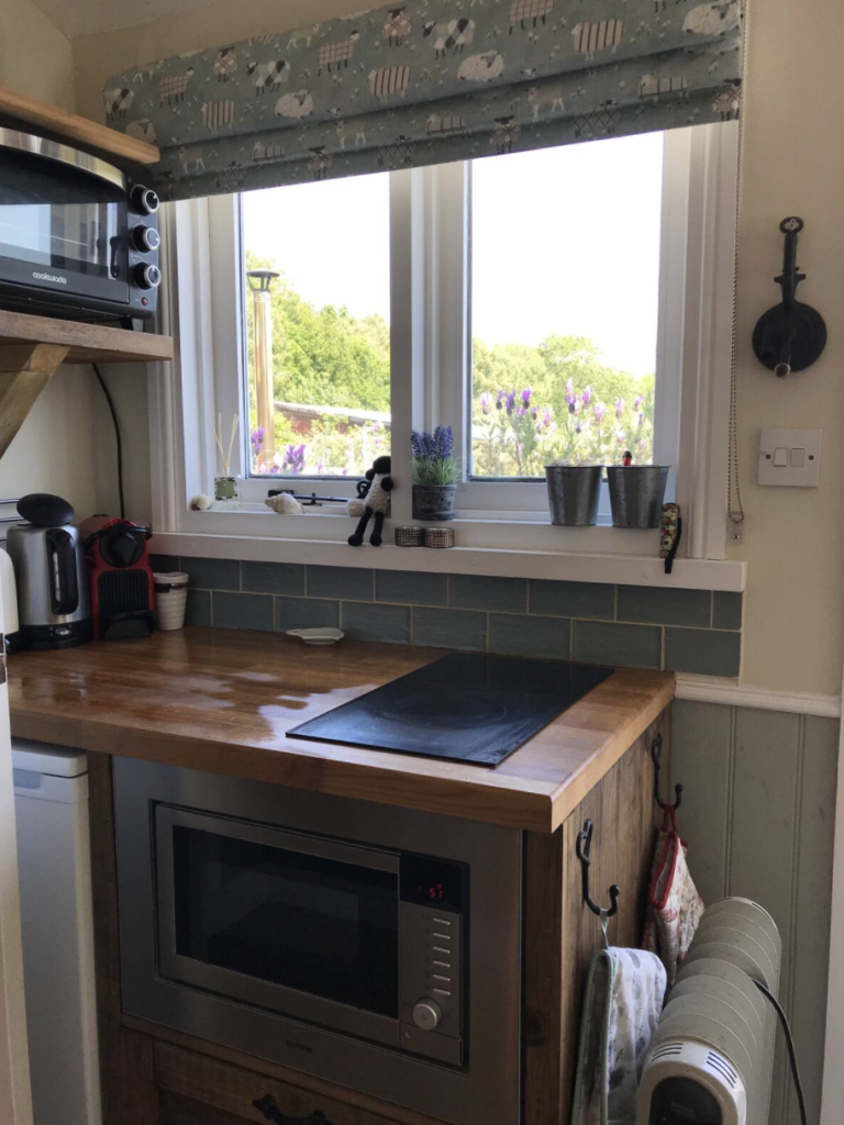 airbnb kitchen nw forest