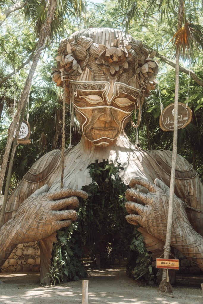 ven a la luz sculpture tulum