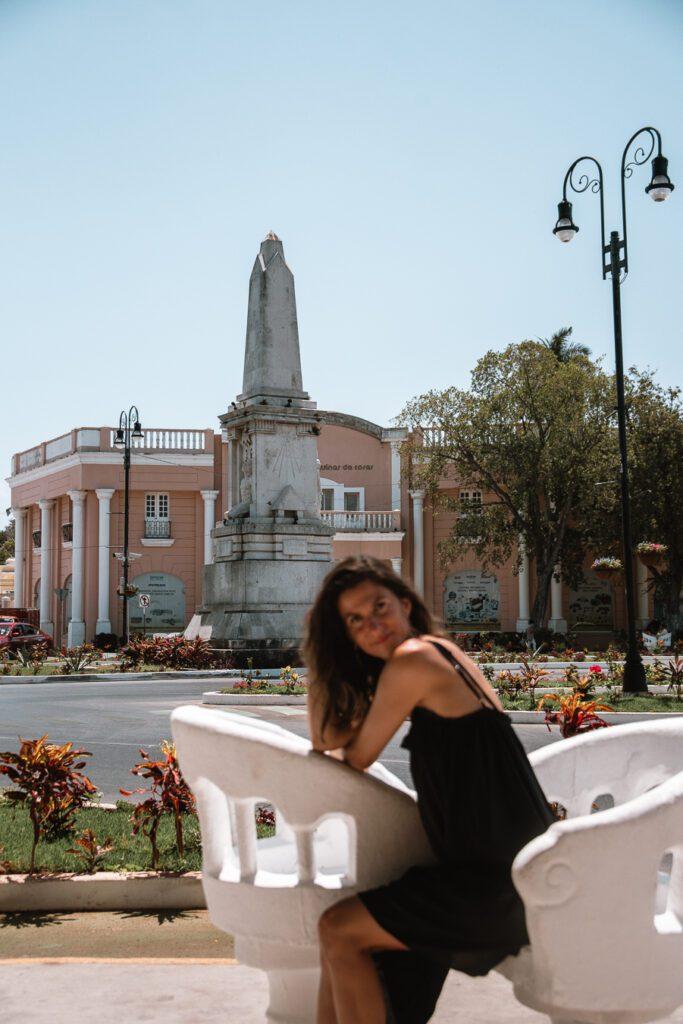 Woman on Paseo Montejo, Merida