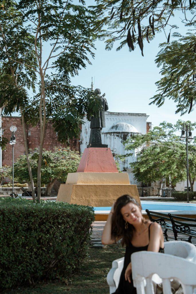 santa ana neighbourhood, woman in the park