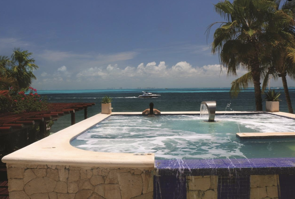 beachside hotel jacuzzi